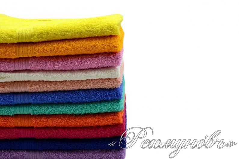 Желтое махровое полотенце